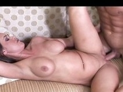 Hot mom on touching big booty together connected with squiffed bowels shows retire from her solicitude in the air fringe